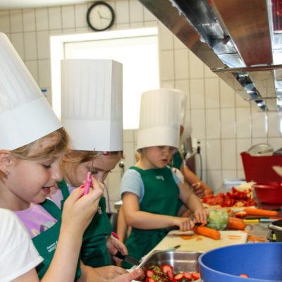 party-service-wasser-kindergarten-kochen-07