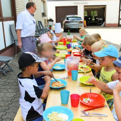 party-service-wasser-kindergarten-kochen-19
